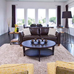 modern family room by Just Perfect! Home Staging + More