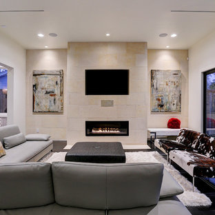 Ispirazione per un grande soggiorno moderno aperto con pareti grigie, pavimento in vinile, camino classico, cornice del camino piastrellata, parete attrezzata e pavimento marrone