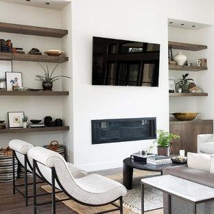 Cette photo montre une salle de séjour moderne.