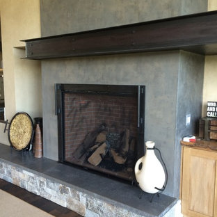 ポートランドの大きいインダストリアルスタイルのおしゃれなファミリールーム (ライブラリー、壁掛け型テレビ、グレーの壁、濃色無垢フローリング、標準型暖炉) の写真