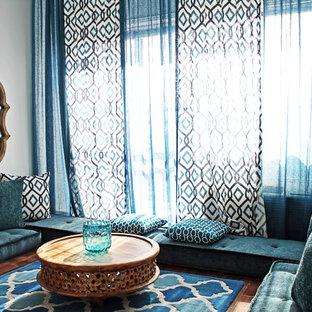 Cette image montre une salle de séjour méditerranéenne.