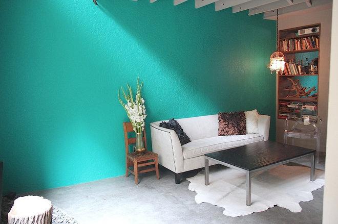 Contemporary Family Room by Betty's Room, LLC