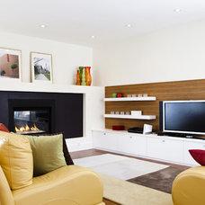 Contemporary Family Room by BiglarKinyan Design Planning Inc.