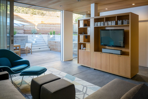 Modern Family Room by building Lab, inc.