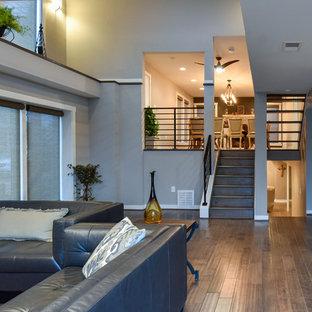 Идея дизайна: открытая гостиная комната среднего размера в стиле современная классика с серыми стенами, полом из бамбука и телевизором на стене без камина