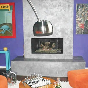 Esempio di un grande soggiorno moderno aperto con pareti viola, camino classico e cornice del camino piastrellata
