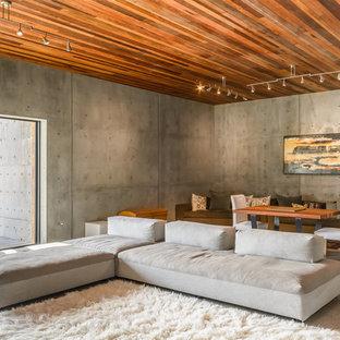 Idee per un soggiorno moderno aperto con pareti grigie, pavimento in marmo e TV a parete