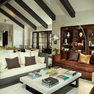 Ispirazione per un ampio soggiorno rustico aperto con pareti bianche, moquette, nessun camino e nessuna TV