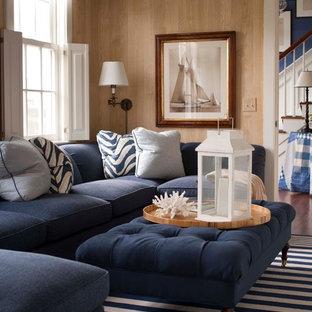 Modelo de sala de estar cerrada, tradicional, de tamaño medio, sin chimenea, con paredes beige