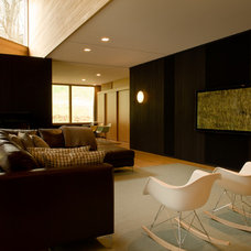 Modern Family Room by Michael Goorevich, Architect