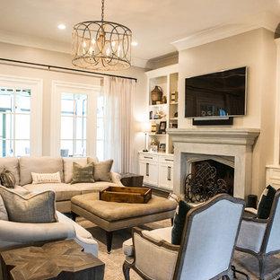 Inspiration pour une grand salle de séjour traditionnelle ouverte avec un mur beige, un sol en bois brun, une cheminée standard, un manteau de cheminée en carrelage, un téléviseur fixé au mur et un sol marron.