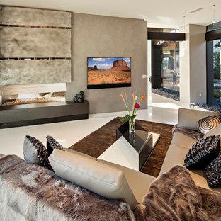 Esempio di un grande soggiorno design aperto con pareti beige, pavimento in pietra calcarea, camino bifacciale, TV a parete, cornice del camino in metallo e pavimento bianco