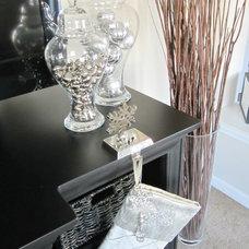 Modern Family Room Neutral & Modern Holiday Decor