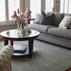 Modern Family Room by Yoko Oda Interior Design