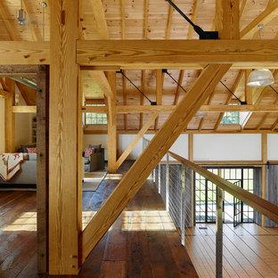 Foto di un soggiorno country stile loft con parquet scuro