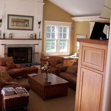 Traditional Family Room by Hot Apple Pine LLC