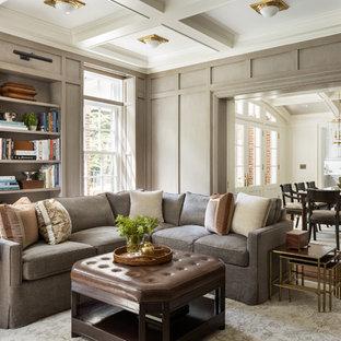 ニューヨークのトラディショナルスタイルのおしゃれな独立型ファミリールーム (グレーの壁、濃色無垢フローリング、茶色い床) の写真