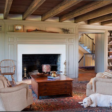 Farmhouse Family Room by John Milner Architects, Inc.
