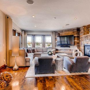 Idées déco pour une salle de séjour classique de taille moyenne et ouverte avec un mur beige, un sol en bois foncé, une cheminée double-face, un manteau de cheminée en bois, un téléviseur fixé au mur et un sol beige.