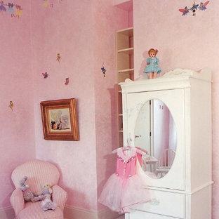 Minimalist family room photo in Delhi
