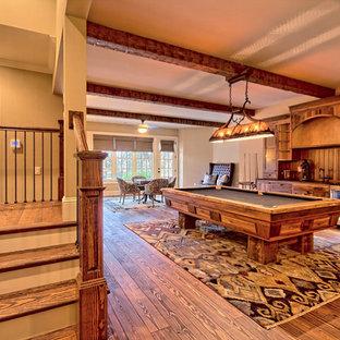 アトランタの大きいラスティックスタイルのおしゃれな独立型ファミリールーム (ゲームルーム、ベージュの壁、淡色無垢フローリング、暖炉なし、テレビなし、茶色い床) の写真