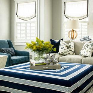 Idee per un soggiorno classico di medie dimensioni e chiuso con pareti grigie, moquette e TV a parete