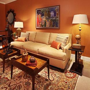 Cette photo montre une salle de séjour chic de taille moyenne et ouverte avec salle de jeu, un mur orange, moquette, aucune cheminée et aucun téléviseur.