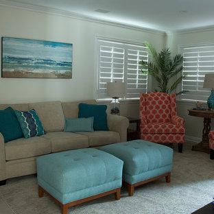 Immagine di un soggiorno stile marino di medie dimensioni