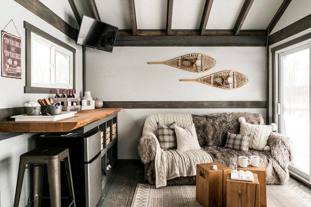 Rustikal Wohnzimmer by Neelam Interiors