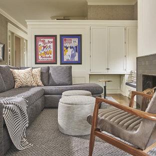 中サイズのコンテンポラリースタイルのおしゃれな独立型ファミリールーム (グレーの壁、濃色無垢フローリング、標準型暖炉、レンガの暖炉まわり、茶色い床、内蔵型テレビ) の写真
