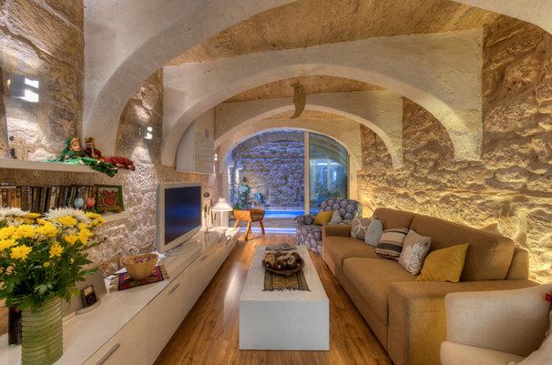 Rustic Family Room by MJMDA, Matthew James Mercieca Design Architects
