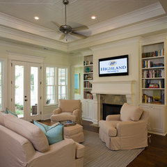 traditional family room by Highland Homes, Inc.