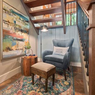 Foto di un grande soggiorno minimalista aperto con pareti blu, pavimento con piastrelle in ceramica, camino classico, cornice del camino in pietra, TV a parete, pavimento arancione, soffitto in legno e pareti in perlinato