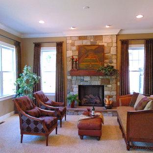 Immagine di un grande soggiorno classico aperto con pareti gialle, moquette, camino classico, cornice del camino in pietra, nessuna TV e pavimento grigio