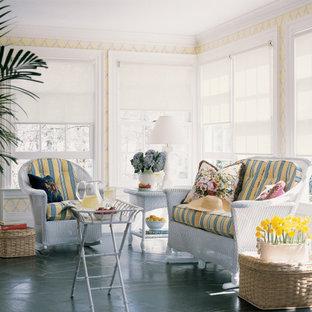 Foto di un soggiorno stile marino con pavimento in ardesia