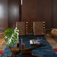 Modern Family Room by SHULMAN + ASSOCIATES