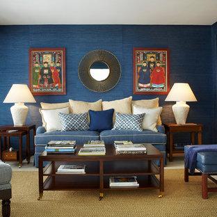 マイアミの中くらいのトランジショナルスタイルのおしゃれなオープンリビング (青い壁、テレビなし、ベージュの床) の写真