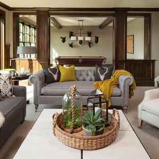Idee per un soggiorno tradizionale con pareti beige e moquette