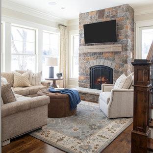 Idées déco pour une salle de séjour classique ouverte avec un mur beige, un sol en bois foncé, une cheminée standard, un manteau de cheminée en pierre, un téléviseur fixé au mur et un sol marron.
