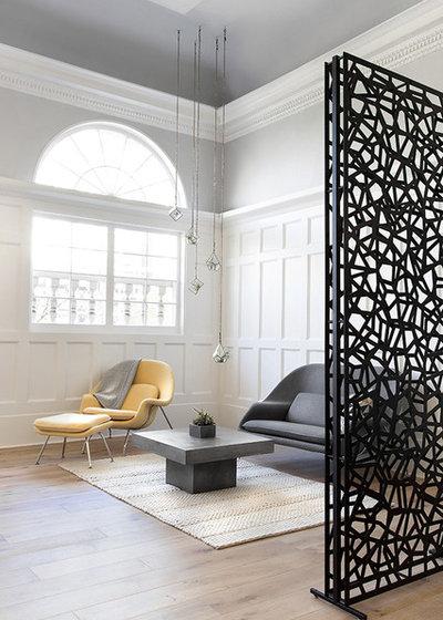 Classique Chic Salle de Séjour by Dana Design Studio