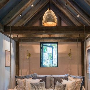 Exemple d'une salle de séjour romantique.