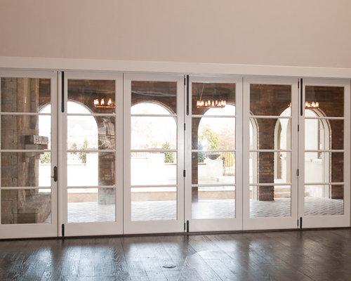 modelo de sala de juegos en casa abierta mediterrnea grande sin televisor