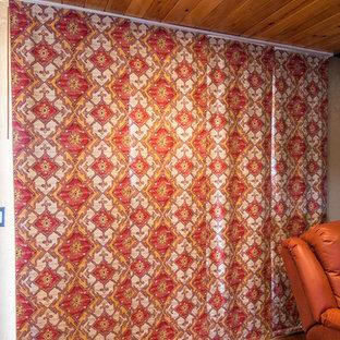 ソルトレイクシティの中くらいのサンタフェスタイルのおしゃれなオープンリビング (ミュージックルーム、ベージュの壁、コンクリートの床、薪ストーブ、コンクリートの暖炉まわり、テレビなし、赤い床) の写真