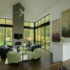 Farmhouse Family Room by Hansen Architects