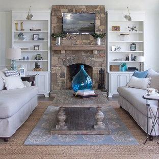 アトランタの大きいトラディショナルスタイルのおしゃれな独立型ファミリールーム (白い壁、濃色無垢フローリング、標準型暖炉、石材の暖炉まわり、壁掛け型テレビ) の写真