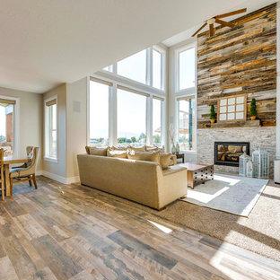 ソルトレイクシティの大きいコンテンポラリースタイルのおしゃれなオープンリビング (マルチカラーの壁、標準型暖炉、レンガの暖炉まわり、テレビなし、茶色い床、カーペット敷き) の写真