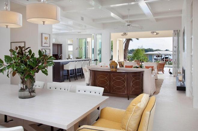 Tropical Family Room Phil Kean Designs, Inc.