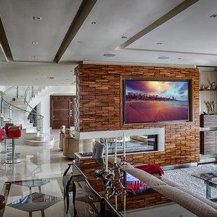 フィラデルフィアの中サイズのコンテンポラリースタイルのおしゃれなファミリールーム (白い壁、磁器タイルの床、横長型暖炉、レンガの暖炉まわり、壁掛け型テレビ) の写真