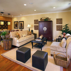 Transitional Family Room by Norman Kohl for Nathan Mayo & Associates