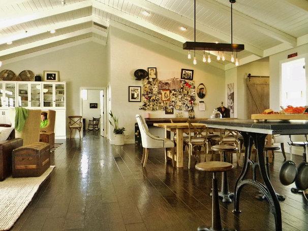Farmhouse Family Room by Kimberley Bryan